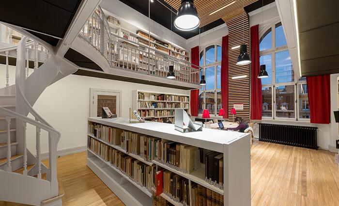 IDM Education - Bibliothèque universitaire Strasbourg, étagères