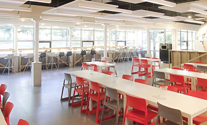 IDM Education - CROUS nantes, tables espace caféteria