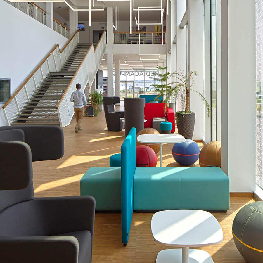 IDM Education - Mediacampus Audencia, espace détente, assises fauteuils