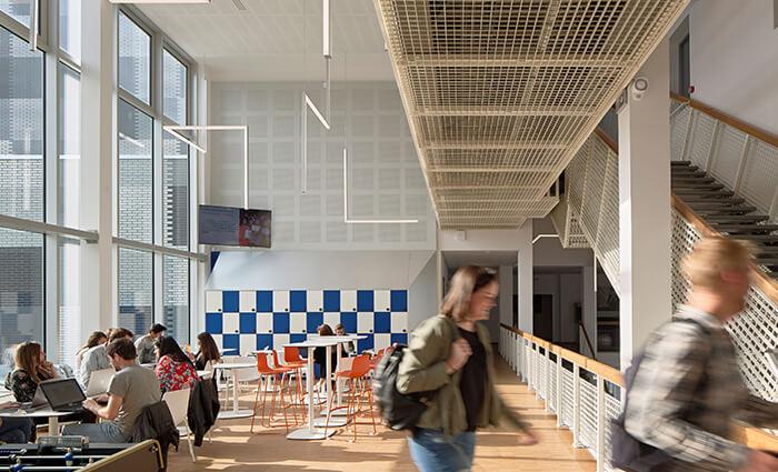 IDM Education - Mediacampus Audencia, espace de travail, tables, chaises et rangements